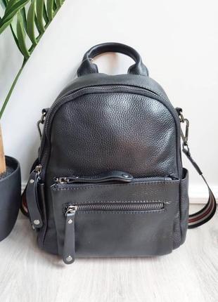 Женский кожаный рюкзак среднего размера