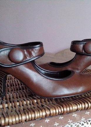 Туфли на  удобном каблуке2 фото