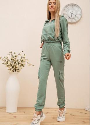 Костюм женский укороченный худи и штаны с карманами цвет оливковый