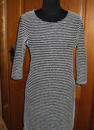 Теплое  брендовое  платье в полоску,черное трикотажное р 16 с рукавом