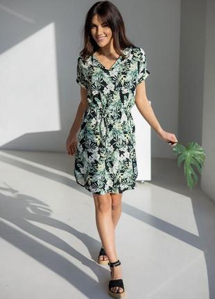 Летнее платье в тропический принт