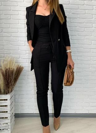 Стильный классический костюм, брюки прямого кроя и жакет, черный