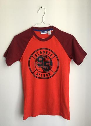 Яркая футболка рубчик reebok classic