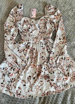 Платье с объемными рукавами и декольте серый3 фото