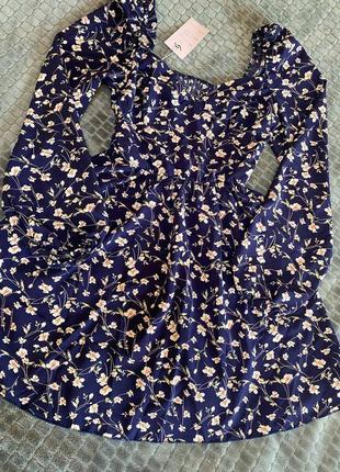 Платье с объемными рукавами и декольте синий3 фото