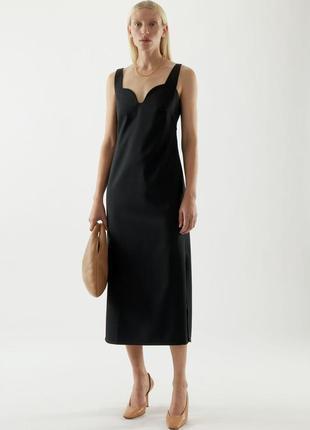 Cos чорна базова сукня з вирізом