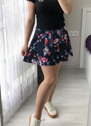 Юбка в цветочный принт bershka/ спідниця