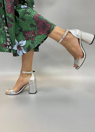 Шкіряні босоніжки квадратний носик каблук кожаные босоножки3 фото