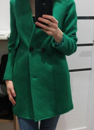 Пальто насиченого зеленого кольору