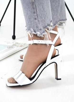 Белые босоножки на каблуке 8 см в размерах 36-402 фото