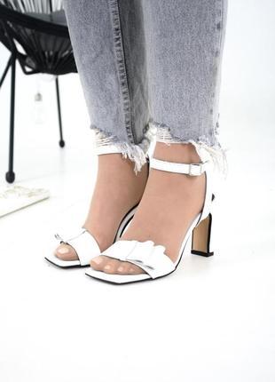Белые босоножки на каблуке 8 см в размерах 36-401 фото