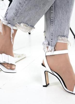 Белые босоножки на каблуке 8 см в размерах 36-404 фото