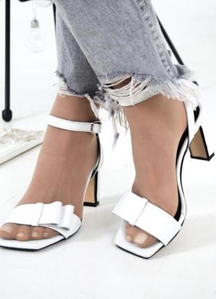 Белые босоножки на каблуке 8 см в размерах 36-403 фото