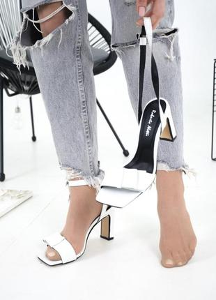 Белые босоножки на каблуке 8 см в размерах 36-405 фото