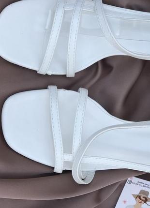 Утонченные туфли на низком каблуке2 фото