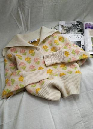 Шерстяной трендовый свитер в цветочек поло2 фото