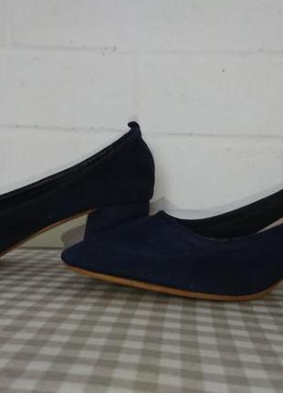 Туфельки на невисокому каблучку