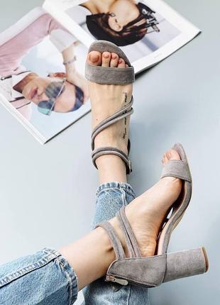 Босоножки женские туфли замшевые замша серые на застёжке замочке2 фото