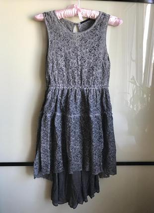 Коктейльное вечернее ажурное серое платье sisley