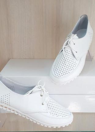 Кожаные женские белые туфли мокасины с перфорацией на шнурках натуральная кожа7 фото