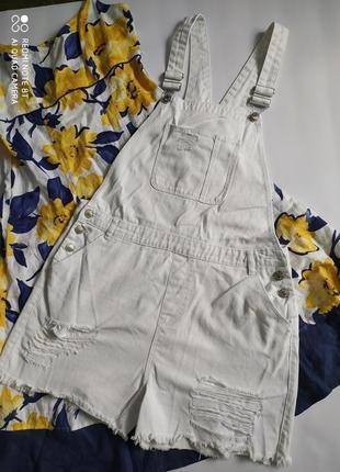 Белый джинсовый комбинезон комбез повседневный рваный стиль