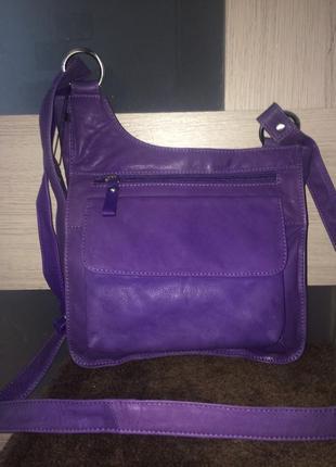 Удобная повседневная сумка на длинной ручке из натуральной кожи