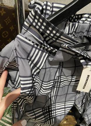 Крутые лёгкие свободные брюки джоггеры в клетку на завязках и резинкой4 фото