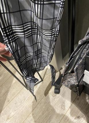 Крутые лёгкие свободные брюки джоггеры в клетку на завязках и резинкой5 фото