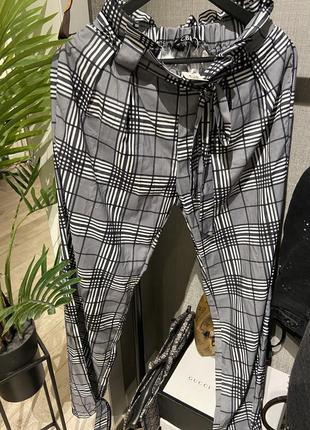 Крутые лёгкие свободные брюки джоггеры в клетку на завязках и резинкой3 фото