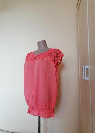 Блузка коралловая.