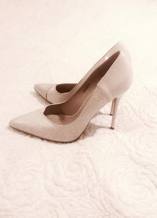 Молочные туфли лодочки 37 р. ( можно как свадебные айвори