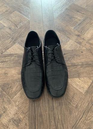 Черные кожанные туфли на шнурках, под кожу крокодила, размер 41