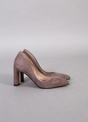 Крутые базовые туфли лодочки бежевые капучино  на каблуке
