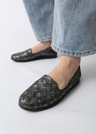 Кожаные женские комфортные черные перламутровые туфли мокасины с перфорацией с узором кожа2 фото