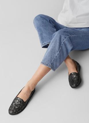 Кожаные женские комфортные черные перламутровые туфли мокасины с перфорацией с узором кожа4 фото