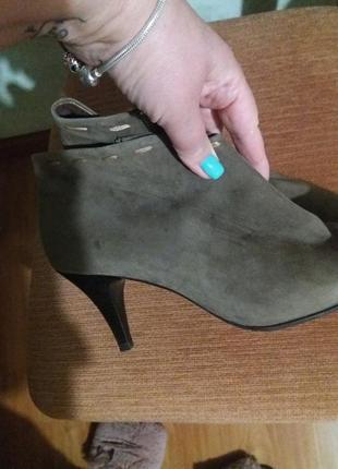Ботинки 41 размера.  замш.