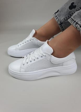 Женские кожаные кроссовки на шнурках цвет белый