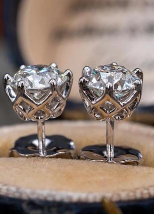 Серебрянные гвоздики с муассанитом