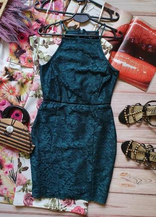Кружевное изумрудное приталеное платье с кружевом