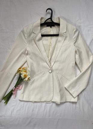 Шикарный молочный пиджак удлинений жакет бренда ann christine размер xs s