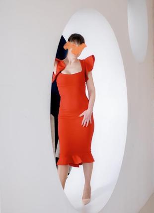 Шикарное платье в красном цвете