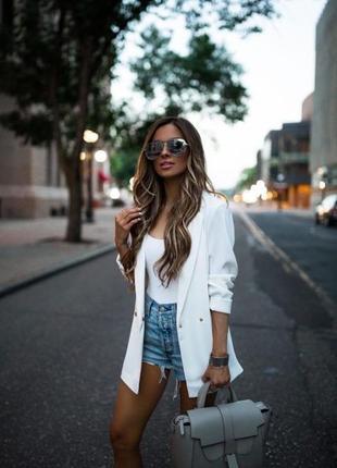 Классный летний льняной белый удлиненный пиджак