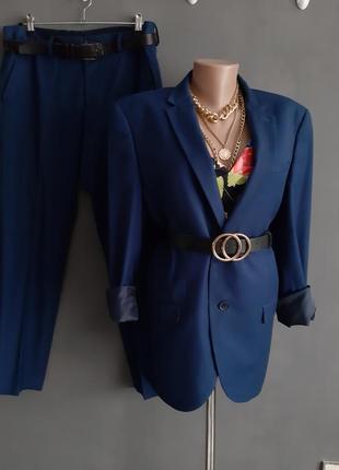 Шикарный, синий костюм + топ и ремень в подарок💙