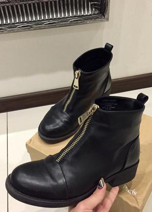 Крутые чёрные ботинки с молнией на низком ходу под balmain