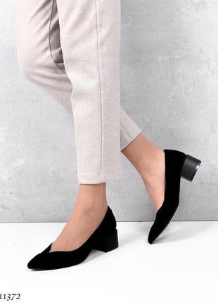 Туфли замша на каблуке чёрные3 фото