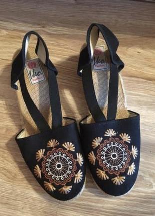 Новые женские чёрные стильные босоножки с вышивкой 38 р
