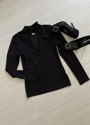 Блуза чёрная с чокером кофта весенняя в рубчик