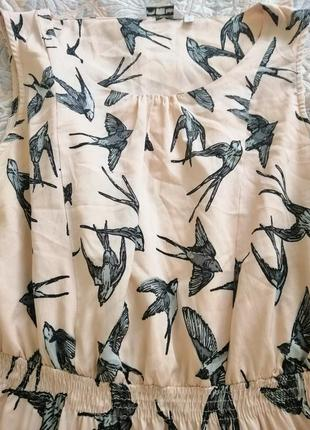 Красивое платье в ласточках