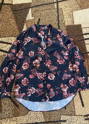 Рубашка приятная с цветами
