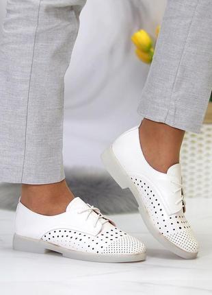Женские кожаные белые  туфли лоферы с перфорацией3 фото